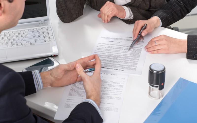 Šta treba da stoji u predugovoru i šta je prodavac dužan da dostavi do zaključenja ugovora?